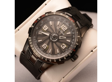 The Aurora pilot series is the most soldierly watch in Reef Tiger watches